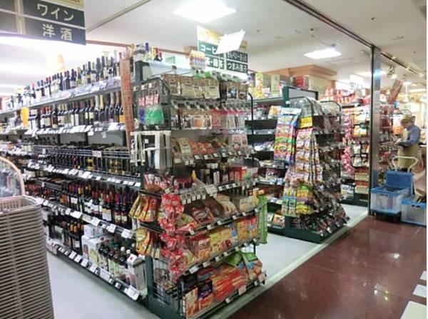 東急ストア横浜地下街店(駅地下直結でお買い物ラクラク。お惣菜やお弁当、サラダの種類が豊富で選ぶのも楽しくなります。)