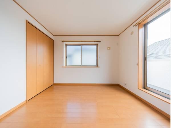 全室に2面の開口部を設け、通気性能を上げる事で居心地の良い空間を演出します。多くの時間を過ごす住まいだからこそ、いつも快適な場所であるように心掛けています。