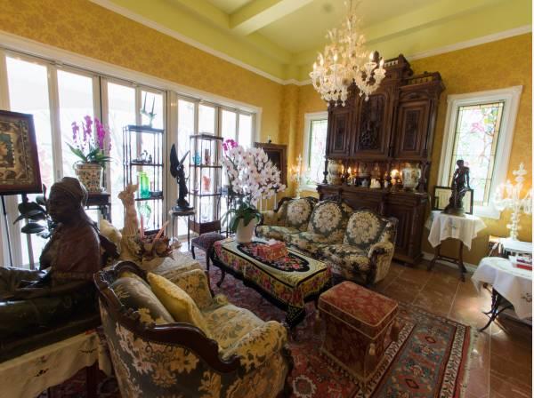 光が溢れる、気品あるギャラリー。窓も壁も天井も…その全てがおもてなしの心を感じられる、繊細な室内空間。