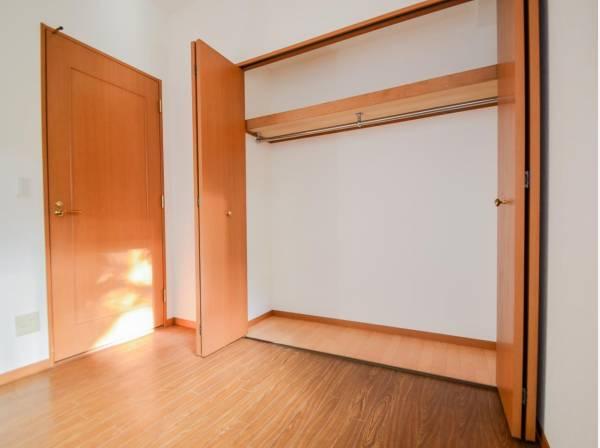 どの部屋にもたっぷりの収納。お部屋にあまり収納家具を置く必要が無くなり、ゆったりとした住空間が実現可能です。