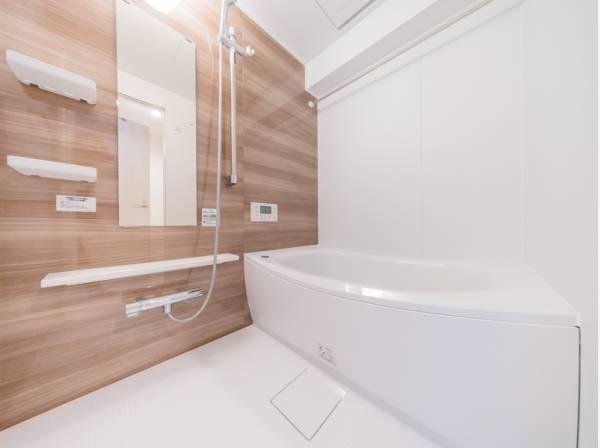 ブラウンの壁がアクセントになり、上品な印象の浴室。ゆったりのんびり…上質なくつろぎタイムをお過ごしください…☆