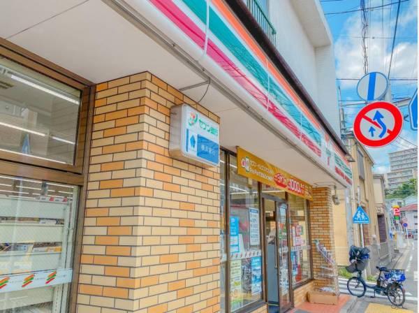 セブン-イレブン 横浜浅間台店(お手軽に食べれる食品や日用品雑貨などを扱う便利なコンビニ。)