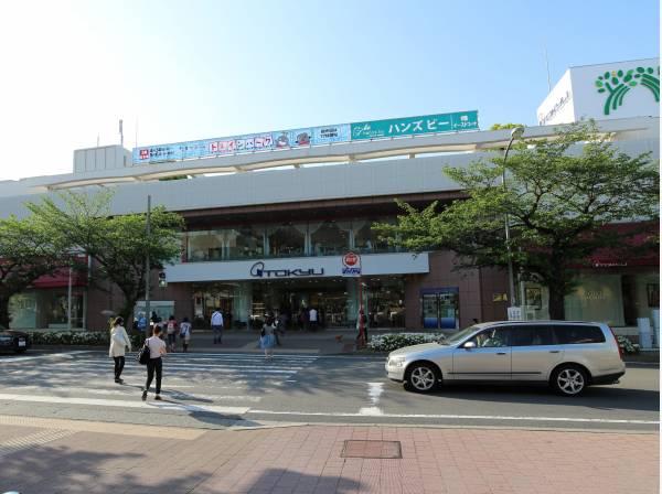 東急田園都市線『たまプラーザ』駅まで1780m 。「渋谷」駅へ急行利用で約20分。駅直結の「たまプラーザテラス」には多彩なショップやレストランが揃い、周辺はおしゃれな住宅街として知られています。